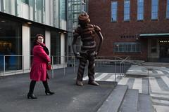 Body language (Martijn van Veelen) Tags: woordfoto houding bodylanguage body language streetphotography boymansvanbeuningen rotterdam
