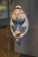 Carved New Guinea tribal mask (quinet) Tags: 2017 amsterdam antik netherlands schnitzerei tropenmuseum ancien antique carving museum musée sculpture