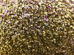 (turgidson) Tags: panasonic lumix g macro 30mm f28 asph mega ois dmc g7 panasoniclumixdmcg7 panasonicg7 micro four thirds microfourthirds m43 lumixg mirrorless panasoniclumixgmacro30mmf28asphmegaois hhs030e panasonic30mmf28macro silkypix developer studio pro 9 silkypixdeveloperstudiopro9 raw christmas bauble showy trinket decoration p1280146 ball sphere tree reflective shiny bray wicklow ireland