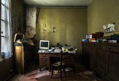 Lundi. (LoquioR) Tags: manoir mansion desk bureau room computer work abandoned decay exploration urbex urbaine abandonné