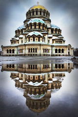 The spaceship (Stefano Avolio) Tags: alexandernevskycathedral cattedrale cathedral reflection riflesso neve snow sofia bulgaria stefanoavolio savolio architettura architecture chiesa church