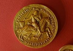 1268-1299 - 'replica seal of Lodewijk/Louis V of Loon, count of Chiny', Le Musée gaumais, Virton, province of Luxemburg, Belgium (roelipilami (Roel Renmans)) Tags: 1268 1299 replica seal zegel copy sceau siegel knight ritter chevalier ridder caballero sello louis lodewijk v looz loon chiny graaf count comte de graf von museum musée gaumais virton luxembourg belgique belgië belgium heaume great helm topfhelm pothelm crest zimier cimier barbel shield caparison heraldry sword hauberk surcoat surcotte wappenrock waffenrock schild zwaard conde alden biesen 1000 jaar bilzen chauvency tournament tournoi toernooi county cotte mailles chausses mail armor armour armure harnas rüstung château
