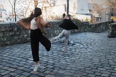 Les petites papillons de Montmartre (Paolo Pizzimenti) Tags: commercebirhakehim papillon fillettes danseuse montmartre paolo paris olympus zuiko 25mm f18 17mm fil pellicule argentique