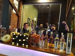 Eitza - Lounge & Bar (Nicolas Bartender) Tags: hamburgueria eitza barman bartender restaurante bar evento alegria cachaça tiquira valedoriachão guaajatiquira nicolasbartender capotira