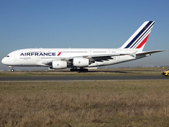 F-HPJC, Airbus A380-861, c/n 043, Air France, CDG/LFPG 2019-02-15, taxiway Bravo-Loop. (alaindurandpatrick) Tags: fhpjc cn043 a380 a388 a380800 airbus airbusa380 airbusa380800 megabus jetliners airliners af afr airfrance airlines cdg lfpg parisroissycdg airports aviationphotography