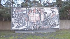 1970 Karlshagen Mosaikarbeit von Klaus Rößler an Mahn- und Gedenkstätte Peenemünde-Karlshagen L264 Hauptstraße Höhe Am Hasenwinkel auf 17449 Usedom (Bergfels) Tags: skulpturenführer bergfels 1970 1970er 20jh ddr karlshagen mosaikarbeit mosaik klausrösler krösler rösler mahnundgedenkstättepeenemündekarlshagen mahnstätte gedenkstätte vvn odf opferdesnationalsozialismus l264 hauptstrase 17449 usedom skulptur plastik beschriftet
