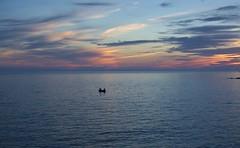 Maestros en Ciencias de la Navegación en la Luz (Tomás Hornos) Tags: mar fisherman sea pescador barca fishingboat boat azul azurro bleu blue atardecer puestadesol horaazul bluehour sunset seascape mediterráneo mediterranean agua océano nikon 35mm primelens fixedlens d7100 almuñécar almunecar anochecer