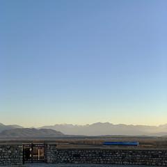 (Paolo Cozzarizza) Tags: italia friuliveneziagiulia pordenone spilimbergo panorama alba cielo alberi muro cancello