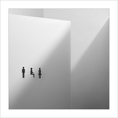 Usuaris / Users. (ximo rosell) Tags: ximorosell bn blackandwhite blancoynegro arquitectura architecture abstract abstracció minimal water wc llum luz light squares people