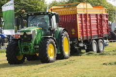 Grass & Muck 2018 John Deere 6155R Tractor with a Schuitemaker Rapide 58 Silage Pick Up Wagon (Shane Casey CK25) Tags: grass muck 2018 john deere 6155r tractor schuitemaker rapide 58 silage pick up wagon jd green traktor traktori tracteur trator trekker ciągnik farming farm farmer agriculture agri working work land field machinery farmmachinery horsepower horse power hp pull pulling nikon d7200 machine ireland irish county offaly