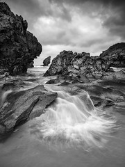 El Pirulo de Buelna (Berti´s world) Tags: paisaje landscape marina seascape byn bnw blancoynegro blackandwhite asturias llanes buelna mar sea ocean rocks rocas