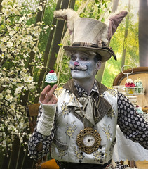 Mad Hatter (simonannable) Tags: thephotographyshow2019 fujifilmxt2 fujifilm60mm madhatter actor streetartist fantasy figure aliceinwonderland cake cupcake fujifilm mad silly bizarre surreal unreal show performer mimeartist man costume dressedup image background character bookcharacter theme photography 2019 fuji xt2