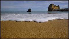 Praia Da Dona Ana (LilFr38) Tags: lilfr38 fujifilmxpro2 fujifilmfujinonxf1024mmf4rlmois algarve portugal praiadadonaana beach ocean sand wave cliff rock plage océan sable vague rocher falaise