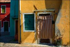 Angoli nascosti di Burano... (angelofruhr) Tags: burano pinnaclephotography fassaden venice venezia altstadt historical colors