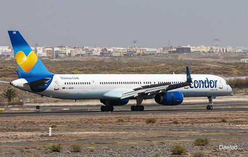 757 D-ABOB frenando por la pista