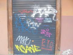 234 (en-ri) Tags: hvast insane mak eyd arancione argento giallo arrow serranda bologna wall muro graffiti writing sds dyer bianco radp morboy mbb tag