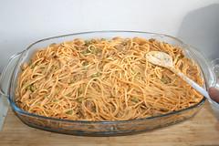 12 - Nudeln glatt streichen / Flatten noodles (JaBB) Tags: spaghetti noodles nudeln gyros erbsen peas casserole auflauf food lunch dinner essen nahrung nahrungsmittel mittagessen abendessen kochen cooking