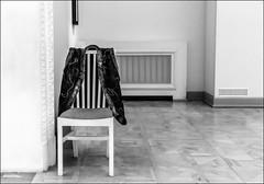 Une politique..../ Politics... (vedebe) Tags: netb noiretblanc nb bw monochrome musée ville city urbain rue street urban chaises
