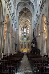 Église Saint-Vincent-de-Paul (RarOiseau) Tags: marseille paca bouchesdurhône église intérieur