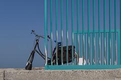 De Fiets (Pieter Musterd) Tags: gazelle fiets hek scheveningen haven havenhoofd pietermusterd musterd canon pmusterdziggonl nederland holland nl canon5dmarkii canon5d denhaag 'sgravenhage thehague lahaye fence