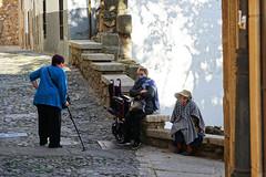 Conférence matinale (hans pohl) Tags: espagne estrémadure caceres villes cities streets rues personnes people