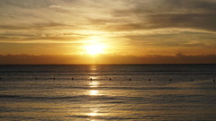 2017-12-12_07-24-21_ILCE-6500_DSC08512 (Miguel Discart (Photos Vrac)) Tags: 2017 73mm aube beach couchedesoleil crepuscule dawn divers dusk e1670mmf4zaoss focallength73mm focallengthin35mmformat73mm holiday hotel hotels ilce6500 iso100 landscape levedesoleil meteo mexico mexique oceanrivieraparadise plage playadelcarmen quintanaroo soleil sony sonyilce6500 sonyilce6500e1670mmf4zaoss sunrise sunset travel twilight vacances voyage weather yucatan