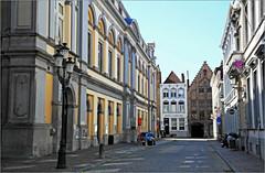 Adriaan Willaertstraat, Bruges, Belgium (claude lina) Tags: claudelina belgium belgique belgië bruges brugge liquidcity triennalebruges2018 rue street immeubles buildings bâtiments architecture