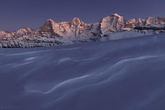 Blue hour - Eiger Mönch and Jungfrau (Captures.ch) Tags: snow schnee klar clear winter swiss mönch lobhörner jungfrau isenfluh eiger berneroberland bern switzerland stein stone mountains landschaft landscape hügel hill himmel sky aufnahme capture alps berge alpen sonnenuntergang evening sunset abend abenddämmerung dusk