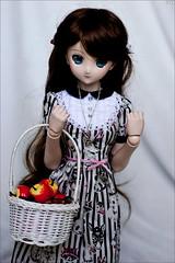 Apples (gwennan) Tags: kirisamemarisa kirisame marisa touhouproject dollfiedream dollfiedreamsister jfigure japan cute anime closeup toy doll volks softvinyl color colors
