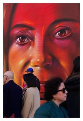 En contexto (Imhm13) Tags: graffitis grafitis art arte madrid españa spain city capital granvía granvia gran via 8m mujeres woman women mujer red light arco street streetart flickr canon canonistas canonista 600d 50mm
