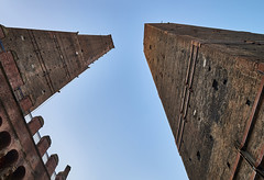 Due Torri, Bologna - Italy (Joao Eduardo Figueiredo) Tags: due torri two towers garisenda asinelli bologna italy italia nikon nikond850 d850 joaofigueiredo joaoeduardofigueiredo joão joao eduardo figueiredo