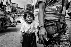 Little girl crying - Quiapo Church, Manila (LA Street Moments) Tags: philippines manila asia asiabnw bw bnw blackandwhite poverty children
