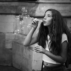 &^^^ (dagomir.oniwenko1) Tags: cambridge street candid face female bubbles ritratto retrato portrait person portret people portraits woman girl gb england edis08edis08 hair blackandwhite bw mono