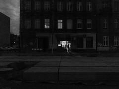 24/7 (Harry -[ The Travel ]- Marmot) Tags: allrightsreservedcontactmebyflickrmail zwartwit blackandwhite bw monochroom monochrome schwarzweis city stad polen poland wroclaw darkness 247 alkohol tramway new ©allrightsreservedcontactmebyflickrmail reis reizen reise reisen travel traveling travelling sne nvbs 2019 winterreis tsjechië czech republic