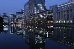 Marunouchi in the Dusk (seiji2012) Tags: 東京 丸の内 お濠 映り込み 反射 japan tokyo marunouchi reflection pond moat dusk