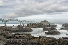 Trami meets Sanxiantai Bridge (LeiV Photo) Tags: foto photo leivphoto ue ud old alt photograpy photograpylover photographer art nikon d800 leasure freizeit landschap landscape landschaft taiwan exploretheglobe brug bridge brücke eiland oceaan island ocean insel ozean sanxiantai sanxiantaibridge