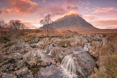 Buachaille Dawn (Captain Nikon) Tags: glencoe mountains buachailleetivemor iconiclocations scotland scottishhighlands greatbritain dawn autumn roadtrip