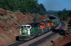 BN 9248 SD60M on Seligman sub 06/07/2000 (Ray C. Lewis) Tags: bn arizona maine train trainspotting railway railroads bnsf