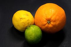 Zitrusfrüchte naturell (Bluespete) Tags: suedfruechte essen psifotografie fujifilm xt3 südfrüchte orange frucht zitrone blackbackground zitrusfrüchte xseries food psi fruit früchte limette