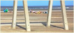 Sur la plage de Zeebruges, Belgium (claude lina) Tags: claudelina belgium belgique belgië zeebruges mer sea merdunord noordzee bruges plage sable cabine