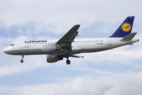 Lufthansa Airbus A320-211; D-AIPA@LHR;05.10.2018