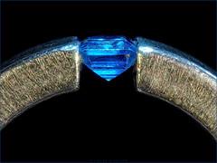 Un-Blinged (Silke Klimesch) Tags: macromonday hmm jewellery macro ring topaz gemstone blue silver topas silber schmuckstein inselsilikat blau argent bijoux bague anello gioielli inel bijuterii anel anillo joyas bijuteria кольцо поделочныйкамень драгоценности topaze topazio topacio topácio topaas sieraad topaasi топаз පඩියං トパーズ 黄玉 nésosilicate nesosilicato nesosilicati nobling focusstacking extensiontubes makrofotografie zwischenringe raynoxdcr250 makro olympus omd em5markii mzuikodigitaled60mm128macro luminar3 on1photoraw2019 microfourthirds