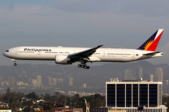 Philippine Airlines | Boeing 777-300ER | RP-C7781 | Los Angeles International (Dennis HKG) Tags: philippines philippineairlines pal pr aircraft airplane airport plane planespotting canon 7d 100400 losangeles klax lax rpc7781 boeing 777 777300 boeing777 boeing777300 777300er boeing777300er