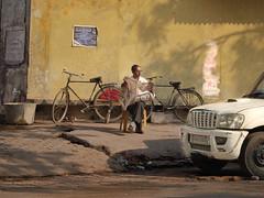 The man in the street. Vrindavan, India (varfolomeev) Tags: 2018 индия город улица street india fujifilmxt10