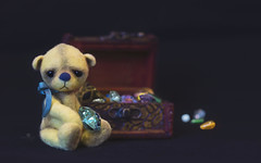 button does not like treasures (rockinmonique) Tags: button bear teddybear tinybear chest jewels gems moniquewphotography canon canont6s tamron tamron45mm copyright 2019 monique w photography