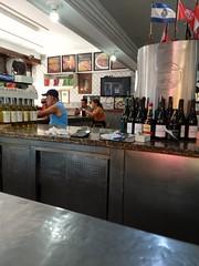 distantes (lucia yunes) Tags: bar bares botequim boteco cenaderua fotoderua fotografiaderua mobilephotography mobilephoto luciayunes motoz3play pub
