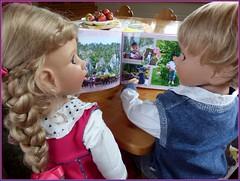 Schau mein Buch ! / Look at my book ! (ursula.valtiner) Tags: puppe doll luis bärbel künstlerpuppe masterpiecedoll
