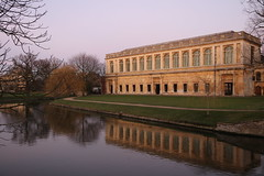 Cambridge University (mbphillips) Tags: cambridgeshire cambridgeuniversity britain greatbritain britishisles unitedkingdom architecture trinitycollege geotagged photojournalism photojournalist 캠브리지 travel 캐논 canon80d canoneos80d canon cambridge ケンブリッジ university 欧洲 유럽 europa reinounido 영국 잉글랜드 英国 英格兰 剑桥 케임브리지 angleterre inglaterra 英國 イングランド europe ヨーロッパ sunset 일몰 atardecer 日落 universidad 大学 大學 대학 symmetrical library trinity thewrenlibrary wrenlibrary england english sigma1835mmf18dchsm sigma