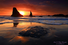 Sunset and Sun Star with the Wizards Hat Sea Stack in the Surf From Face Rock Beach in Bandon Oregon (@randalljhodges) Tags: sunset sunstar wizardshat seastacks facerockbeach bandon oregon pacific ocean southernoregoncoast highway101 travel scenic destination unitedstates usa landscape