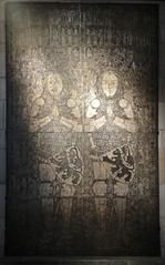 ca. 1393 - 'Johannes (+1332) and Gerard (+1398) van Heers', Heers, province of Limburg, Koninklijke Musea voor Kunst en Geschiedenis, Brussel, Belgium (roelipilami (Roel Renmans)) Tags: heers 1393 bilzen alden biesen loon staf 1000 jaar 2019 gerard johan johannes brass 1398 haspengouw limburg looz church monument grafplaat harnas standard mail 1332 jan jean monumental belgian belgium brussels brasse koperen koper messing cuivre dalle funeraire funerary knight ritter chevalier ridder caballero armor armure armour armadura jupon dagger couter poleyn maille cotte hauberk hesbaye lion heraldry vambrace rerebrace belt hip